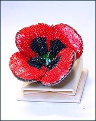 Цветок-брошь из пайеток и бисера